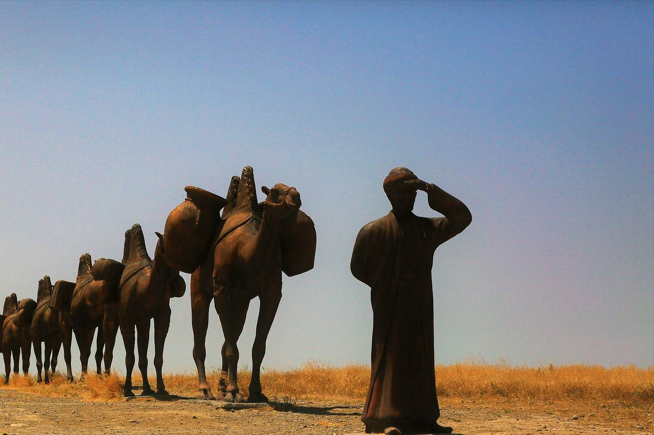 statues that represents the caravans on the Silk Road